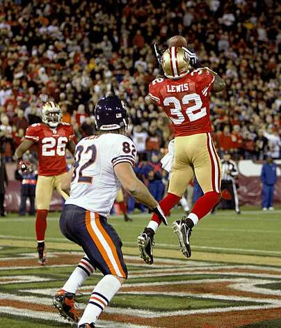 San Francisco 49ers safety Michael Lewis (32) intercepts a pass in the end zone in the final seconds to seal the win as the San Francisco 49ers beat the Chicago Bears 10-6  on Thursday November 12, 2009 in San Francisco, Calif. Photo: Michael Macor, The Chronicle