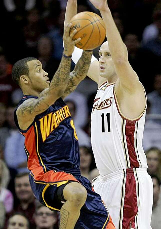 Golden State Warriors' Monta Ellis shoots against Cleveland Cavaliers' Zydrunas Ilgauskas, from Lithuania, in the first quarter of an NBA basketball game Tuesday, Nov. 17, 2009, in Cleveland. Ellis led the Warriors with 23 points, but the Cavaliers won 114-108. (AP Photo/Mark Duncan) Photo: Mark Duncan, AP