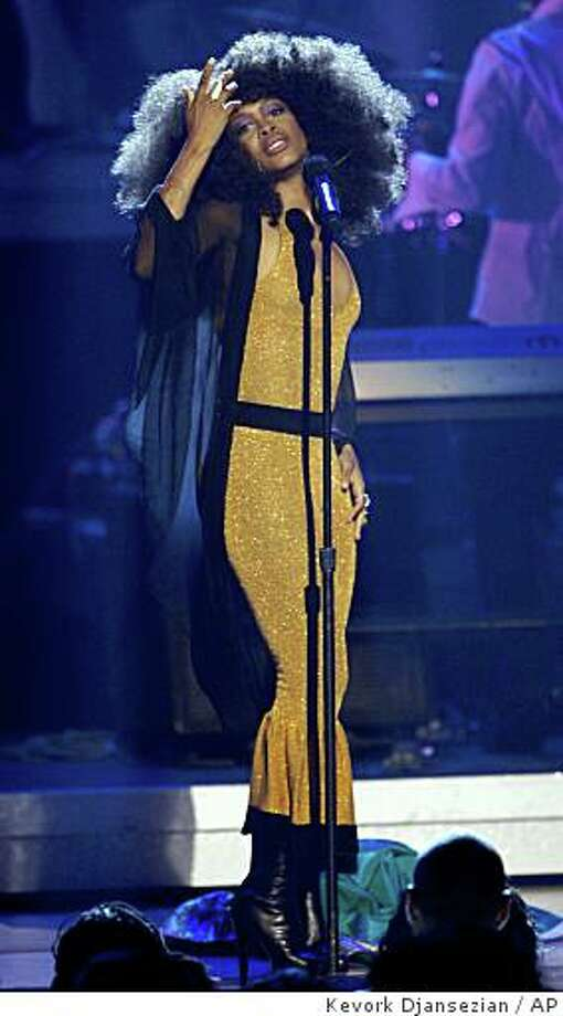 Erykah Badu performs at the 7th annual BET Awards Tuesday, June 26, 2007, in Los Angeles. Photo: Kevork Djansezian, AP