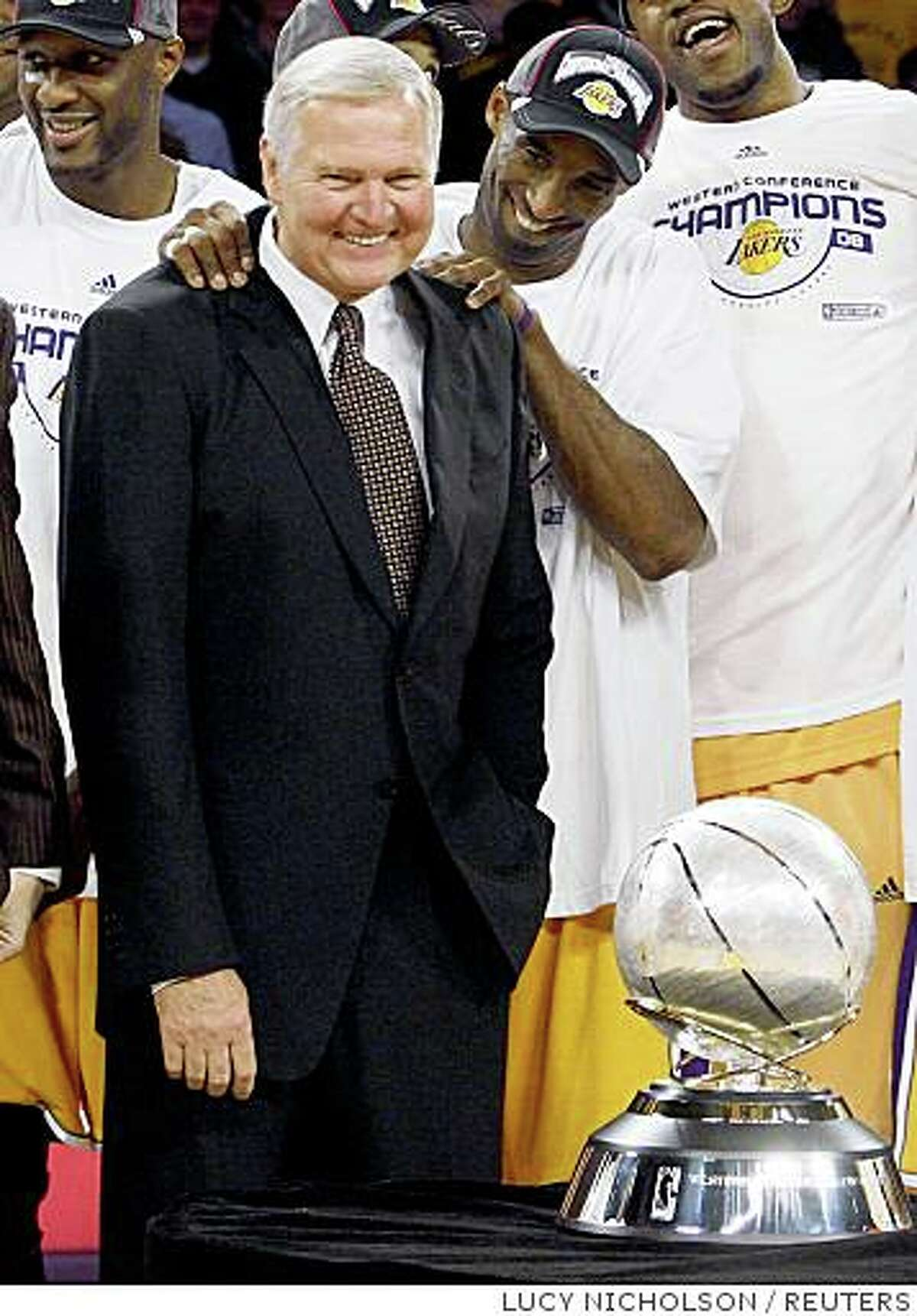 Former Los Angeles Lakers player Jerry West gets a pat on the back from Kobe Bryant after the Lakers defeated the San Antonio Spurs to win Game 5 of their NBA Western Conference final basketball playoff and advance to the NBA finals in Los Angeles May 29, 2008. REUTERS/Lucy Nicholson (UNITED STATES)