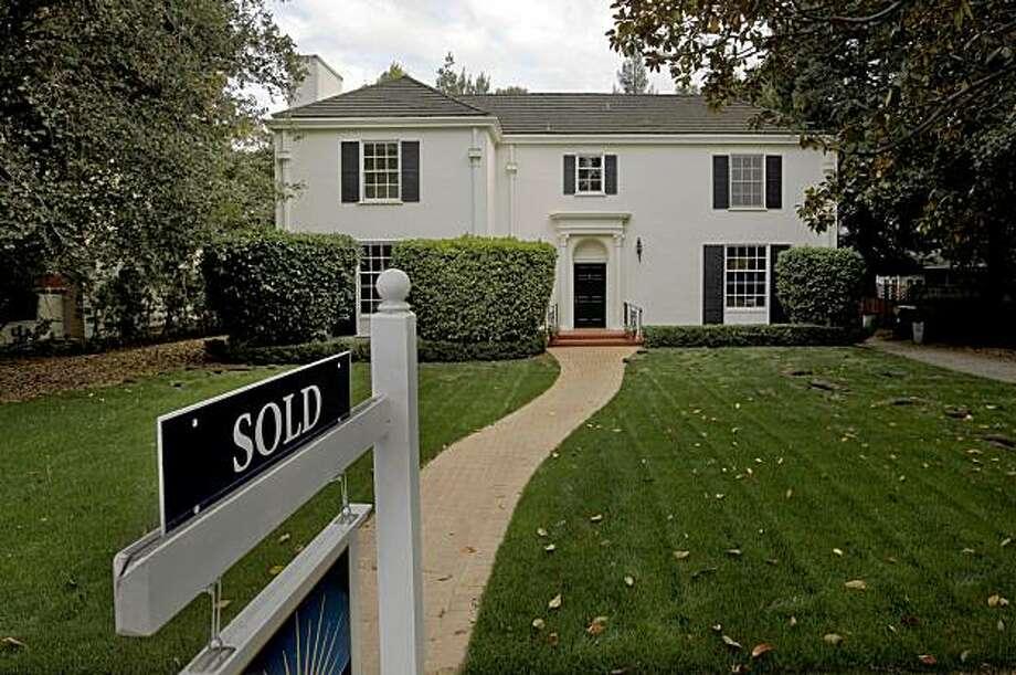 A home along University Avenue in Palo Alto, Calif., no longer on the market. Photo: Michael Macor, The Chronicle