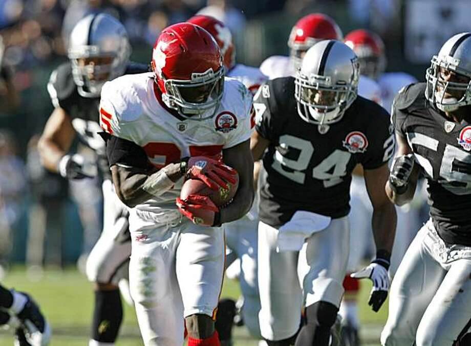 Oakland Raiders defense chase Kansas City Chiefs Jamaal Charles,  Sunday Nov. 15, 2009, in Oakland, Calif. Photo: Lacy Atkins, The Chronicle