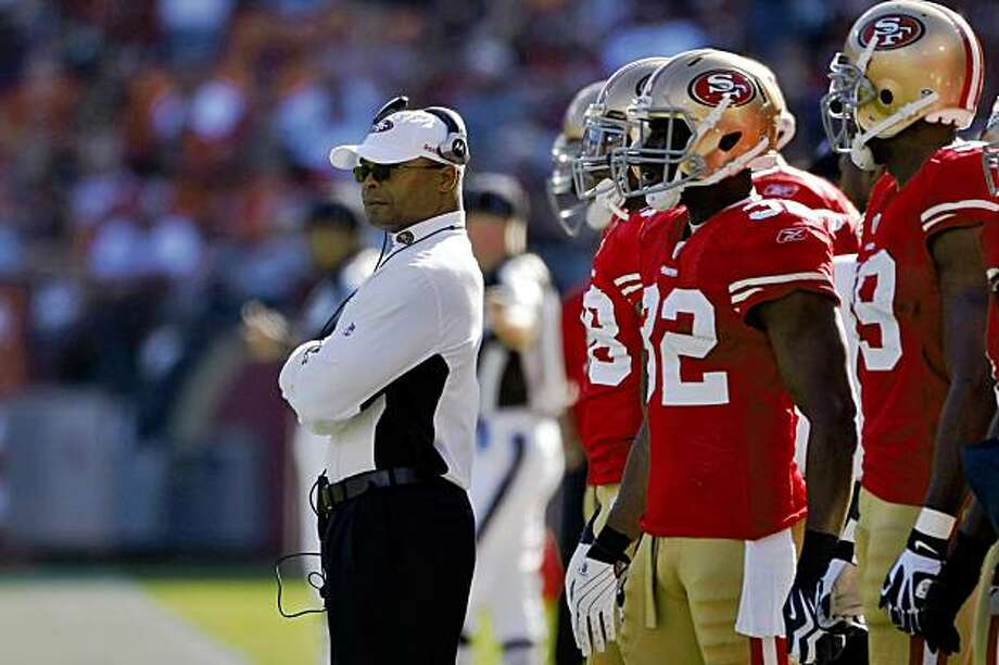 San Francisco 49ers head coach Mike Singletary during the game against the Titans, Sunday Nov. 8, 2009, in San Francisco, Calif. Photo: Lacy Atkins, The Chronicle