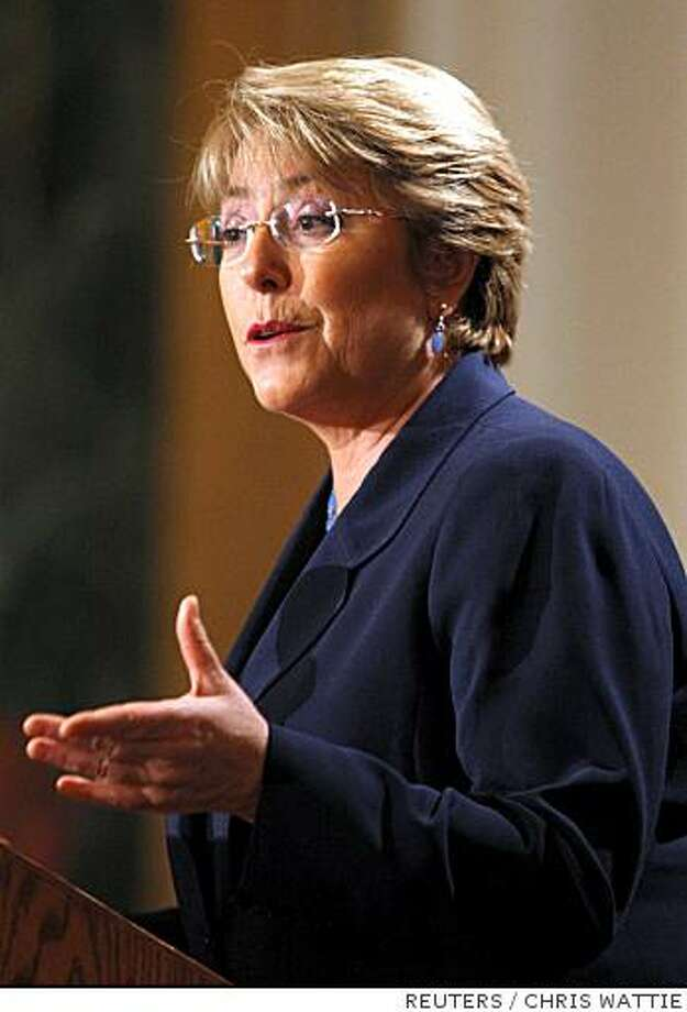 Chile's President Michelle Bachelet delivers a speech during a luncheon in Ottawa June 10, 2008.       REUTERS/Chris Wattie       (CANADA) Photo: CHRIS WATTIE, REUTERS