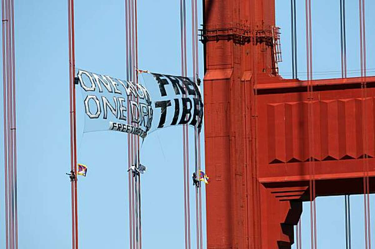 Three demonstrators scale the Golden Gate Bridge on Monday, April 7, 2008 in a protest intended to draw attention to Chinese human rights violations in Tibet. Photo by Laura Morton / Special to The Chronicle