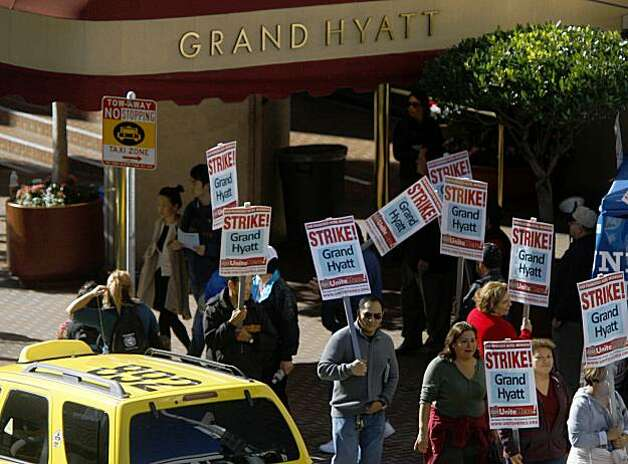 San Francisco Hotel workers picket in front of the Grand Hyatt San Francisco on Thursday  Nov. 5, 2009 in San Francisco, Calif. after a strike was called earl that morning. Photo: Mike Kepka, The Chronicle