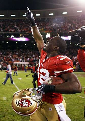 San Francisco 49er Michael Lewis celebrates his game winning interception in the final seconds of their game with the Chicago Bears at Candlestick Park Thursday November 12, 2009 10-6 Photo: Lance Iversen, The Chronicle