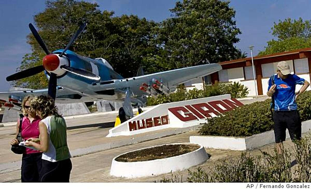 **APN ADVANCE FOR SUNDAY JUNE 8** Tourist visit the Museum of Giron, dedicated to the battle held in April 1961 for the defense of the Bay of Pigs, some 111 miles southeast of Havana, Wednesday, April 23, 2008. (AP Photo/Fernando Gonzalez)