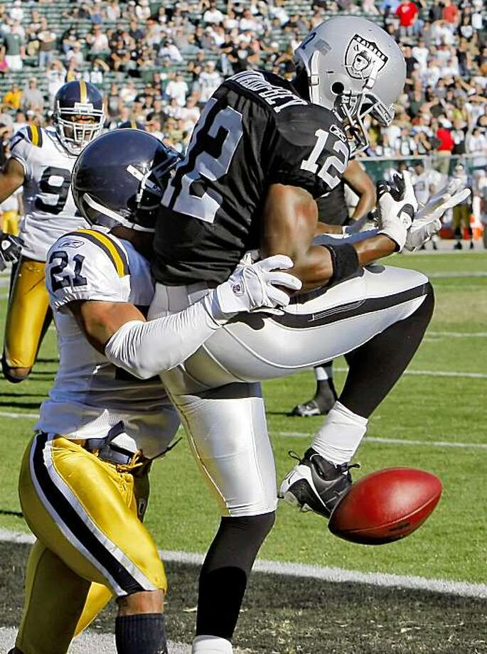 Darrius Heyward-Bey drops a pass in the end zone under pressure from the Jets Dwight Lowery in the fourth quarter of the game. The Oakland Raiders played the New York Jets at the Oakland-Alameda County  Coliseum in Oakland, Calif., on Sunday, October 25, 2009 Photo: Carlos Avila Gonzalez, The Chronicle
