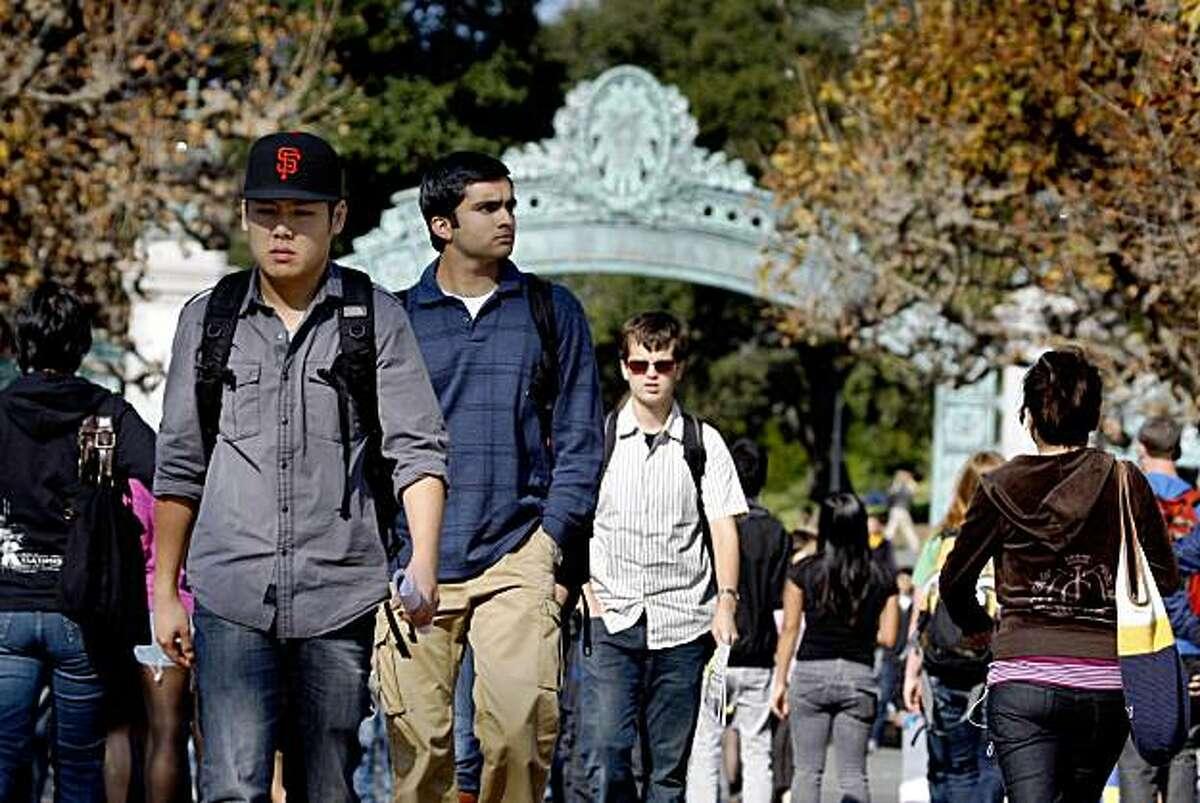 Students walk through Cal's Sproul Plaza in Berkeley, Calif., on Thursday, Nov. 12, 2009.