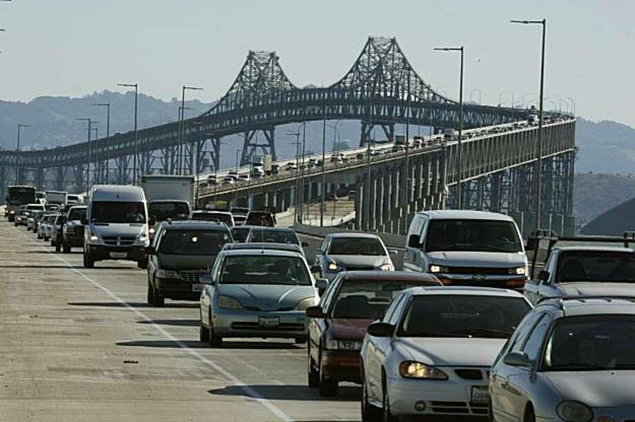 Traffic moves slowly along the Richmond San Rafael Bridge on Wednesday October 28, 2009. Photo: Lea Suzuki, The Chronicle