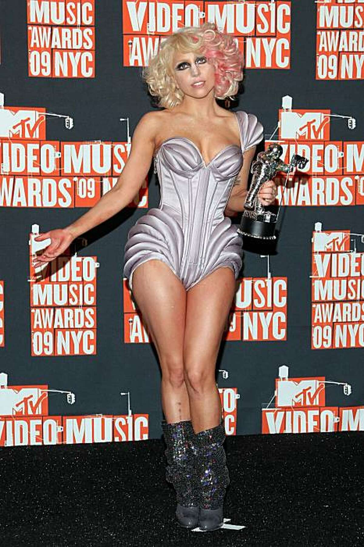NEW YORK - SEPTEMBER 13: Lady Gaga poses in the pressroom during during the 2009 MTV Video Music Awards at Radio City Music Hall on September 13, 2009 in New York City. (Photo by Michael Loccisano/Getty Images)