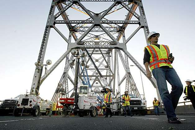 Ironworkers work on the saddle and tie-rods that failed. Photo: Lance Iversen, The Chronicle