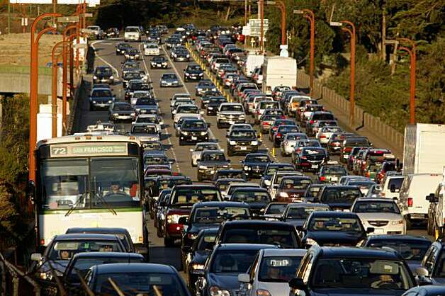 Vehicles sit in traffic on Doyle Drive in San Francisco, Calif. on Wednesday October 28, 2009. Photo: Lea Suzuki, The Chronicle