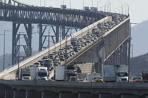 Traffic moves slowly along the Richmond San Rafael Bridge on Wednesday October 28, 2009. Photo: Lea Suzuki, The Chronicle