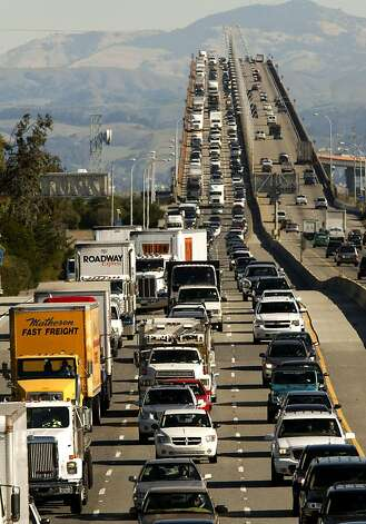West bound highway 92, (left) slows as commuters, at mid-morning, cross over the high rise section of the San Mateo Bridge into Foster City on Wednesday. Photo: Michael Macor, The Chronicle