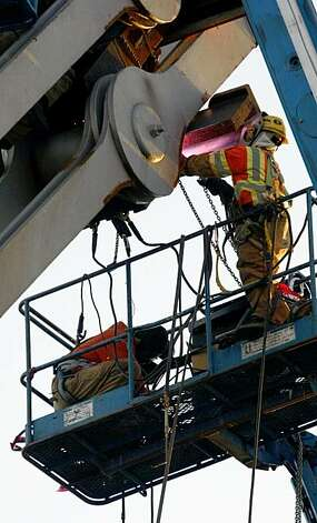 The Re-Repair of the Bay Bridge. Ironworkers work on the saddle and tie-rods that failed yesterday closing the Bay Bridge. Wednesday Oct. 28, 2009. Photo: Lance Iversen, The Chronicle