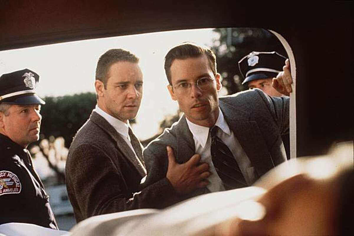 Russell Crowe and Guy Pearce in L.A. CONFIDENTIAL