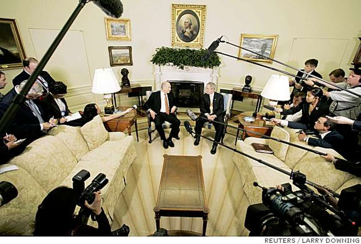 U.S. President George W. Bush (R) hosts a meeting with Israel Prime Minister Ehud Olmert (L) in the Oval Office of the White House in Washington June 4, 2008. REUTERS/Larry Downing (UNITED STATES)
