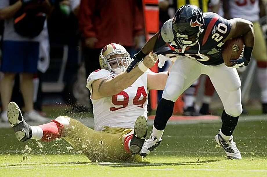 Houston Texans running back Steve Slaton (20) breaks away from San Francisco 49ers defensive end Justin Smith (94) during the first half of an NFL football game at Reliant Stadium, Sunday, Oct. 25, 2009, in Houston. Photo: Smiley N. Pool, Hearst Newspapers