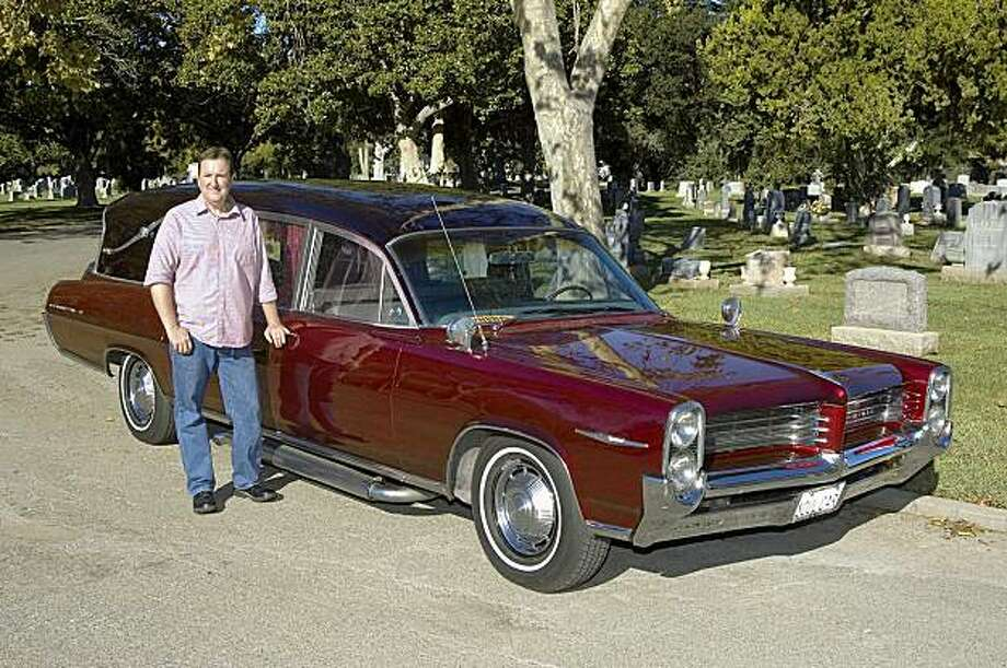 While driving a hearse can be fun, the daily grind of maneuvering and parking a 3-ton, 22-foot-long vehicle on crowded Bay Area streets can be trying. Ken Braasche and his 1964 Pontiac Bonneville hearse shot at Alta Mesa Memorial Park in Palo Alto, CA on October 16, 2009 Photo: Stephen Finnerty