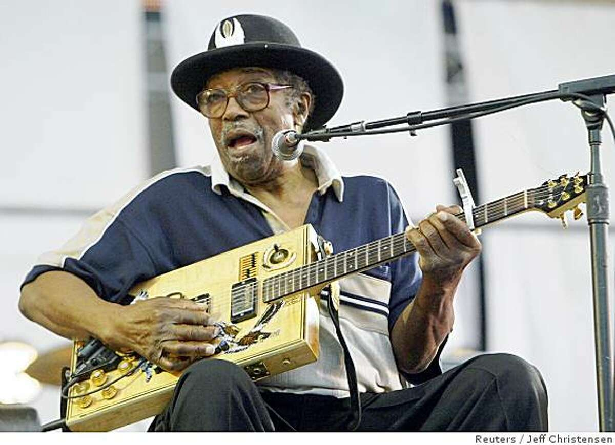 Legendary blues guitarist Bo Diddley performs at Little Stevens Underground Garage Band concert in New York, in this August 14, 2004 file photo. Diddley has died in Florida on June 2, 2008 after being ill for several months. REUTERS/Jeff Christensen/Files (UNITED STATES)