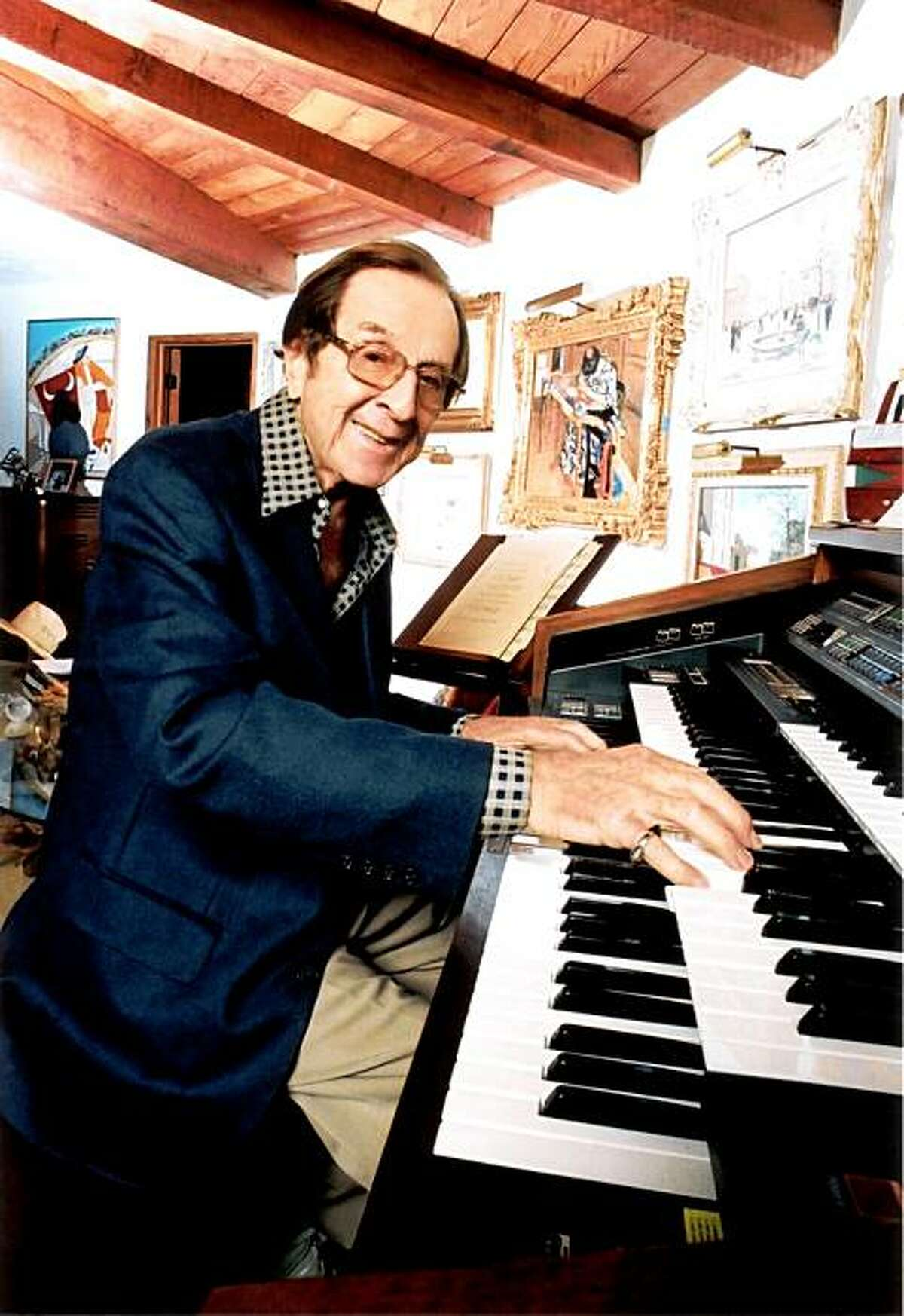 TIn this 2004 photo released by Johathan Wolfson shows Vic Mizzy at his home in the Bel Air area of Los Angeles. The Brooklyn-born songwriter who wrote the catchy theme songs to The Addams Family and Green Acres, but also dozens of #1 pop hits has passed away in Los Angeles Saturday, Oct. 17, 2009. He was 93. (AP Photo/Micah Smith) **NO SALES**