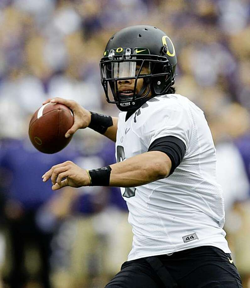 Oregon quarterback Jeremiah Masoli throws against Washington in the first half of an NCAA football game Saturday, Oct. 24, 2009, in Seattle.  (AP Photo/Elaine Thompson) Photo: Elaine Thompson, AP