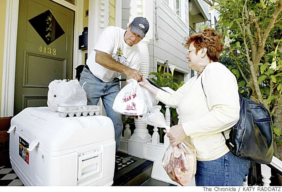 Lynetta Carnes, right, of Brisbane, picking up her weekly meat deliveries at the home of Winnie Chen, from Dan Bagley, left, farmer, and owner of Clark Summit Farm, Clark Summit Community Subscription Agriculture, in San Francisco, Calif.  on Wednesday May 21, 2008.Katy Raddatz / The San Francisco Chronicle Photo: KATY RADDATZ, The Chronicle