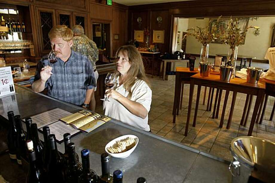 Randy Heald (l to r) and Linda Heald, both of Hayward, try out different wines in the tasting room at the Clos LaChance winery in San Martin,  Calif. on Tuesday, September 15, 2009. Photo: Lea Suzuki, The Chronicle