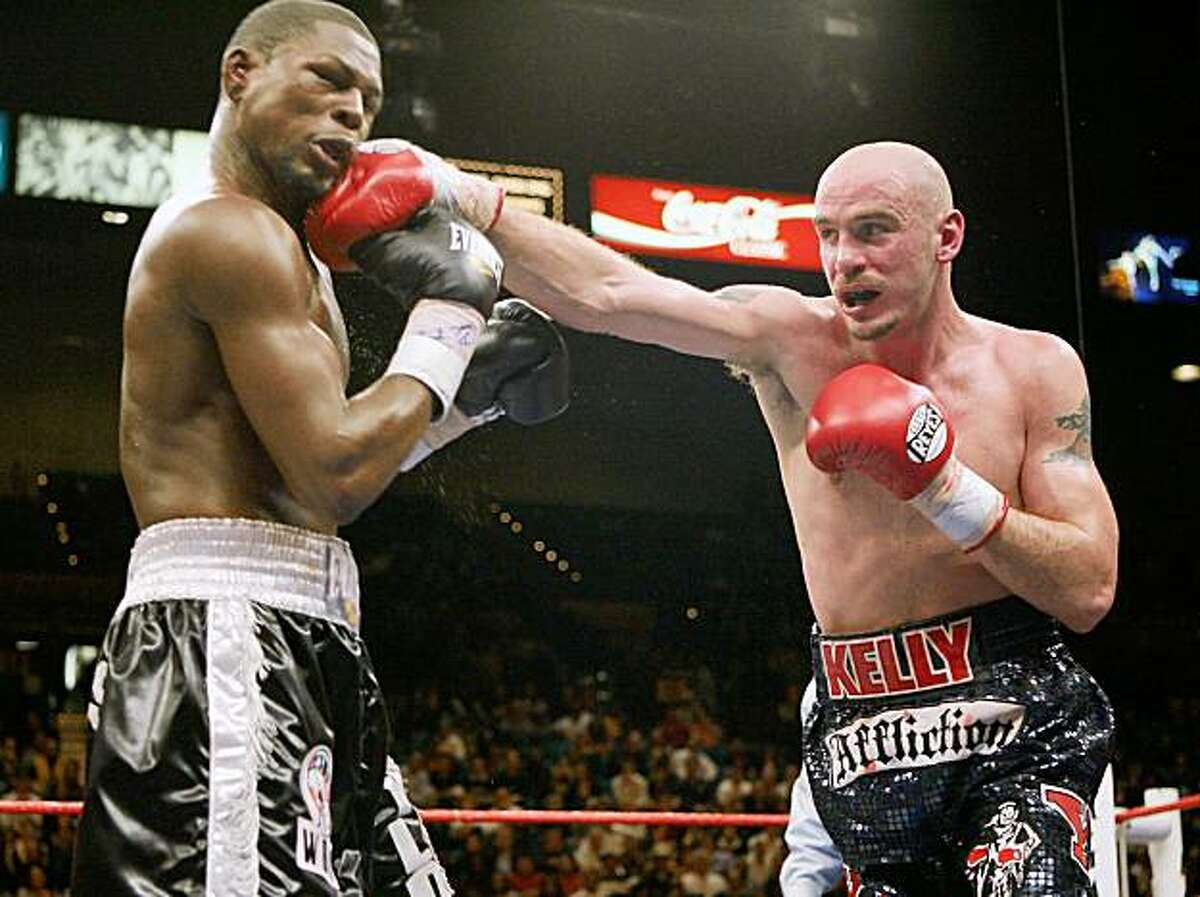 Kelly Pavlik punches Jermain Taylor, left, during the 11th round of their middleweight boxing match, Saturday, Feb. 16, 2008, at The MGM Grand in Las Vegas. Pavlik won by unanimous decision. (AP Photo/Eric Jamison)