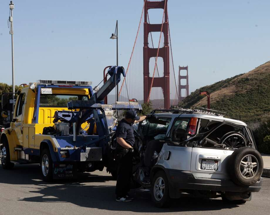 A Corte Madera tow truck carries one of the cars from a crash on the Golden Gate Bridge at about 3:15p.m. on May 21, 2008. Photo by Kim Komenich / San Francisco Chronicle Photo: Kim Komenich, Chronicle