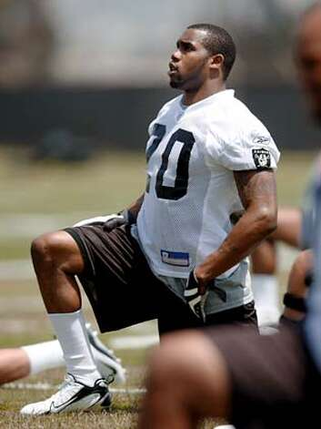 Darren McFadden stretches as the Oakland Raiders hold a rookie minicamp at their headquarters in Alameda, Calif. on May 9, 2008. Photo by Deanne Fitzmaurice / San Francisco Chronicle Ran on: 05-11-2008  McFadden is putting in time on and off the field to come up to speed on the Raiders' offense.  Ran on: 05-11-2008  McFadden is putting in time on and off the field to come up to speed on the Raiders' offense. Photo: Deanne Fitzmaurice