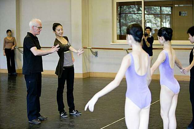 Yuan Yuan Tan and Helgi Tomasson taught at the Shanghai Theatre    Yuan Yuan Tan Husband