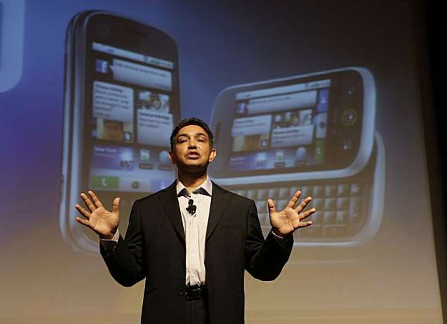 Sanjay Jha, co-CEO of Motorola and CEO of Motorola Mobile Devices, speaks at a mobile Internet conference in San Francisco, Thursday, Sept. 10, 2009. The newly unveiled Motorola Cliq and other Android-based handsets Motorola Inc. plans to release could be the key to reviving its handset division, which hasn't produced a hit since the wildly popular Razr phone in 2005. (AP Photo/Paul Sakuma) Photo: Paul Sakuma, AP
