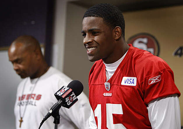 San Francisco 49ers top draft pick Michael Crabtree is introduced at the team's headquarters by head coach Mike Singletary (background) in Santa Clara, Calif., on Wednesday, Oct. 7, 2009. Photo: Paul Chinn, The Chronicle