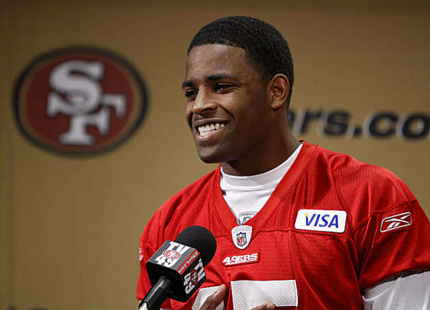 San Francisco 49ers top draft pick Michael Crabtree is introduced at the team's headquarters in Santa Clara on Wednesday. Photo: Paul Chinn, The Chronicle