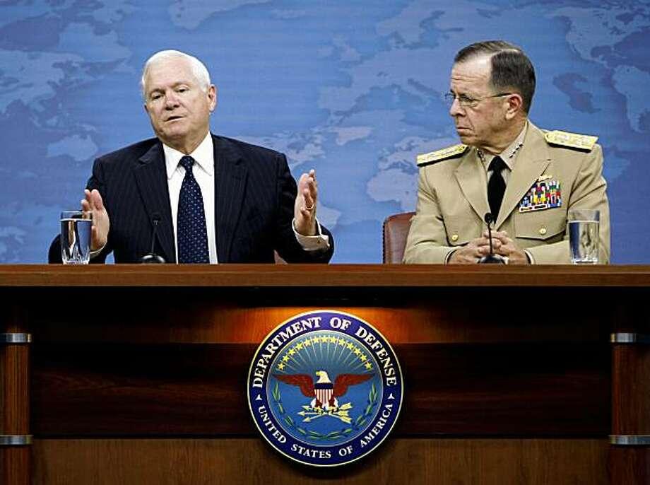 Defense Secretary Robert Gates, left, accompanied by Joint Chiefs Chairman Adm. Michael Mullen, gestures during a news conference at the Pentagon, Thursday, Sept. 3, 2009. (AP Photo/Gerald Herbert) Photo: Gerald Herbert, AP