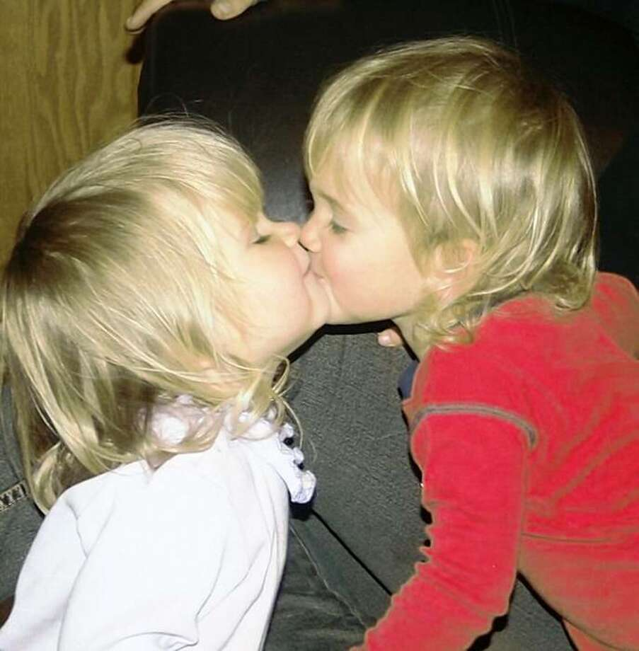 Aspen Niva-Wiggle, left, and her twin sister, Annalise. The two drowned in the family swimming pool in San Martin on Oct. 10, 2009. Photo: Courtesy Niva-Wiggle Family