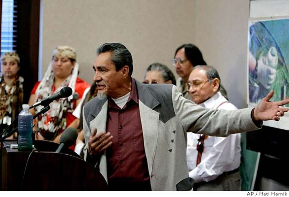###Live Caption:Yurok tribal council member Richard Myers speaks of the sad condition of the Klamath River in Oregon and northern California, at a news conference in Omaha, Neb., Friday, May 2, 2008. Representatives from tribes along the Klamath River have come to Omaha to plead with Warren Buffett during the annual Berkshire Hathaway shareholders meeting for the removal of a dam on the Klamath River . The dam is operated by PacifiCorp, which is owned by Mid American Energy, a subsidiary of Berkshire Hathaway.(AP Photo/Nati Harnik)###Caption History:Yurok tribal council member Richard Myers speaks of the sad condition of the Klamath River in Oregon and northern California, at a news conference in Omaha, Neb., Friday, May 2, 2008. Representatives from tribes along the Klamath River have come to Omaha to plead with Warren Buffett during the annual Berkshire Hathaway shareholders meeting for the removal of a dam on the Klamath River . The dam is operated by PacifiCorp, which is owned by Mid American Energy, a subsidiary of Berkshire Hathaway.(AP Photo/Nati Harnik)###Notes:Richard Myers###Special Instructions: Photo: Nati Harnik