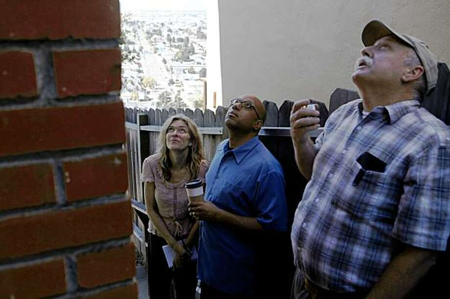 With the help of home inspector Jamie Scott (rt), Kimberly Hayes and her husband Derek Hayes goes over every inch of an Oakland home they have a contract on (note this in not a bank owned home) on Wednesday Sep. 30, 2009 Photo: Mike Kepka, The Chronicle