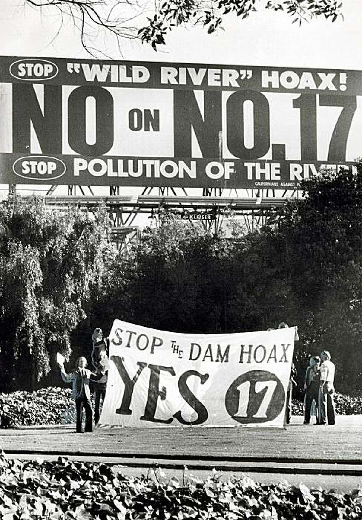9-22-2009_21_1513.jpg October 21,1974 - Sierra Club Protest, Giant Billboard, 5th and Bryants Streets, Proposition 17, Larry E. Moss Sierra Club, Associate Conservation Director, Utilites Projects Melones Dam Stan Creighton Chronicle Archive / 1974