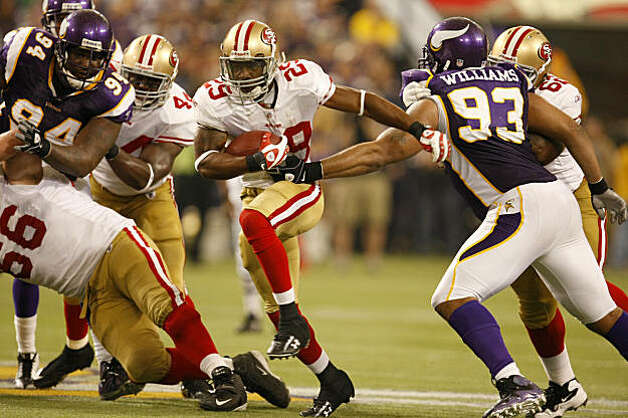 San Francisco 49ers Glen Coffee runs the ball down the field in the third quarter for a first down, Minnesota Vikings, Sunday Sept. 27, 2009, in Minneapolis,  Minnesota. Photo: Lacy Atkins, The Chronicle