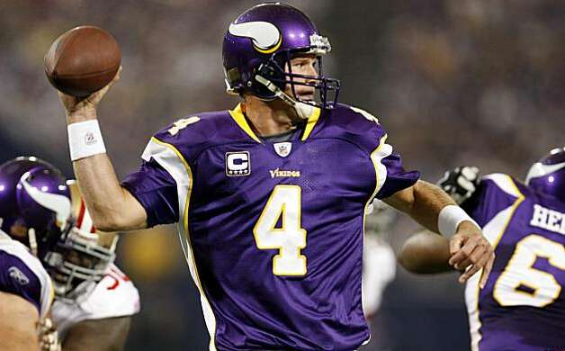 Minnesota Vikings, Bret Favre quarterback throws a first down pass against the San Francisco 49ers , Sunday Sept. 27, 2009, in Minneapolis,  Minnesota Photo: Lacy Atkins, The Chronicle