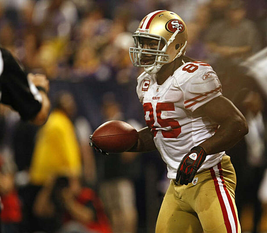 San Francisco 49ers Vernon Davis scores against the Minnesota Vikings, in the forth quarter, Sunday Sept. 27, 2009, in Minneapolis,  Minnesota Photo: Lacy Atkins, The Chronicle