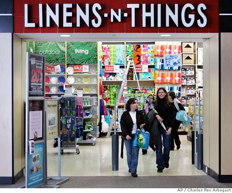 ###Live Caption:Customers leave a Linens 'n Things store in Chicago Friday, May 2, 2008. The bedding and home-furnishing retailer filed for Chapter 11 bankruptcy protection Friday at bankruptcy court in Delaware and said it would close 120 under performing stores. (AP Photo/Charles Rex Arbogast)###Caption History:Customers leave a Linens 'n Things store in Chicago Friday, May 2, 2008. The bedding and home-furnishing retailer filed for Chapter 11 bankruptcy protection Friday at bankruptcy court in Delaware and said it would close 120 under performing stores. (AP Photo/Charles Rex Arbogast)###Notes:###Special Instructions: Photo: Charles Rex Arbogast