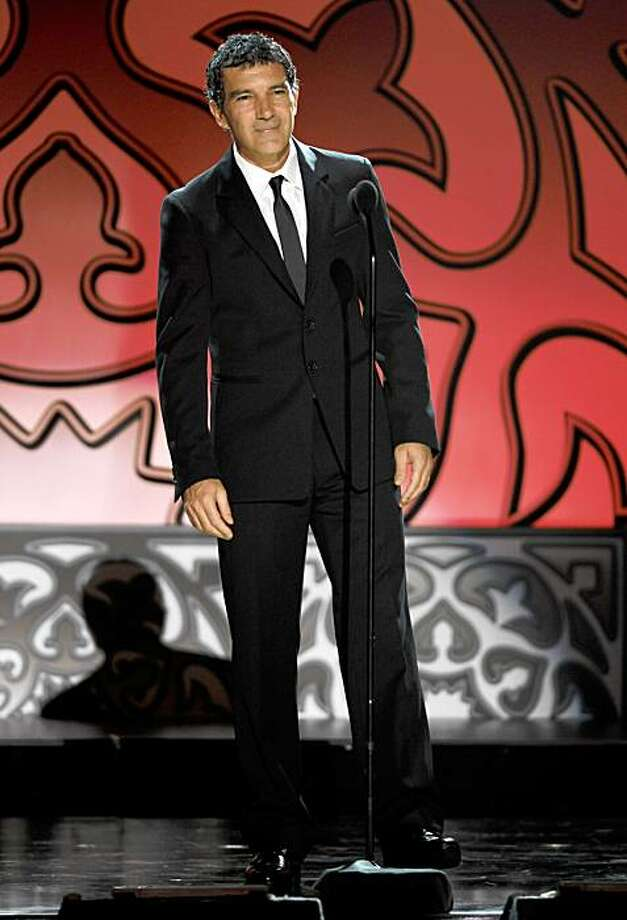 Antonio Banderas presents the Anthony Quinn Award for Industry Excellence at the ALMA Awards on Thursday, Sept. 17, 2009, in Los Angeles. Photo: Chris Pizzello, AP