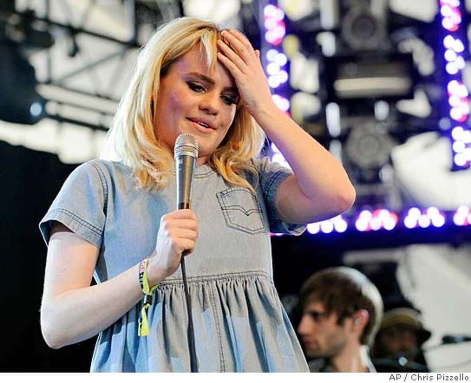 ###Live Caption:British singer Duffy performs during the third day of the Coachella Valley Music and Arts Festival in Indio, Calif., Sunday, April 27, 2008. (AP Photo/Chris Pizzello)###Caption History:British singer Duffy performs during the third day of the Coachella Valley Music and Arts Festival in Indio, Calif., Sunday, April 27, 2008. (AP Photo/Chris Pizzello)###Notes:Duffy###Special Instructions: Photo: Chris Pizzello