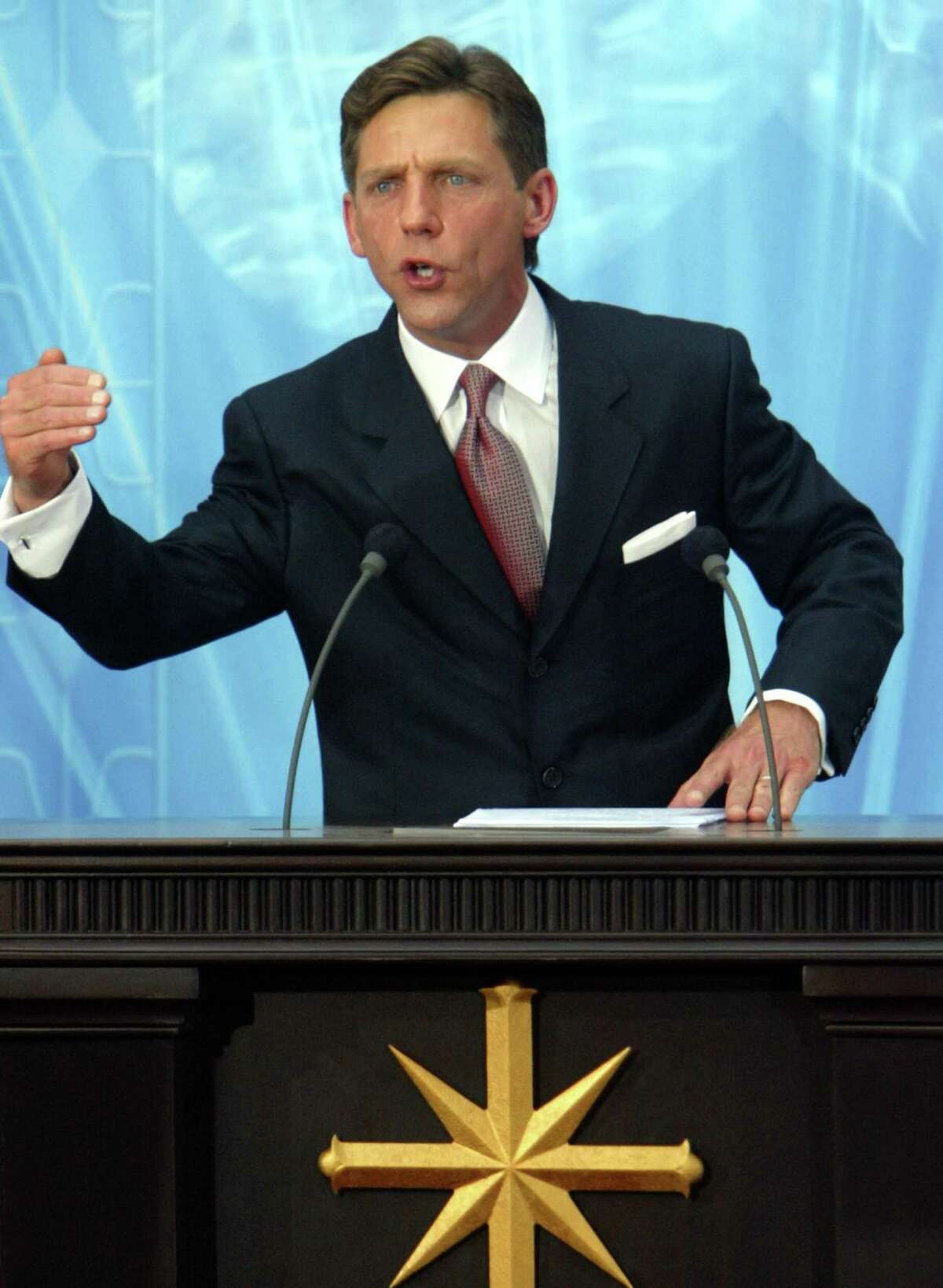 US Chairman of the Board Religious Technology Center David Miscavige speaks during the inauguration of the Church of Scientology in Madrid, 18 September 2004. AFP PHOTO/ Pierre-Philippe MARCOU