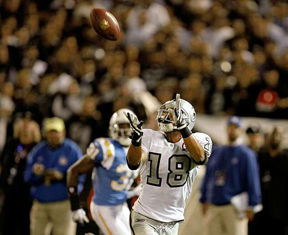 Louis Murphy makes a 57 yard touchdown pass in the fourth quarter against the San Diego Chargers, Monday Sept. 14, 2009, in Oakland, Calif. Photo: Lacy Atkins, The Chronicle
